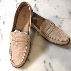 BRAND NEW SPERRY PENNY LOAFERS